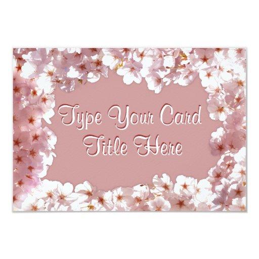 Las invitaciones rosadas del flor personalizaron invitación 8,9 x 12,7 cm