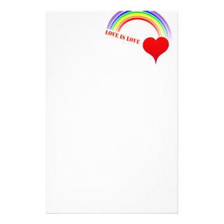 Las letras rojas del amor del corazón del arco papeleria de diseño