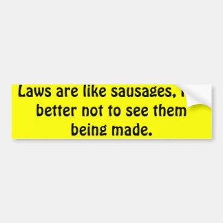 Las leyes son como las salchichas, él son mejores  etiqueta de parachoque