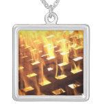 Las llamas del fuego a través de una fotografía de collares personalizados
