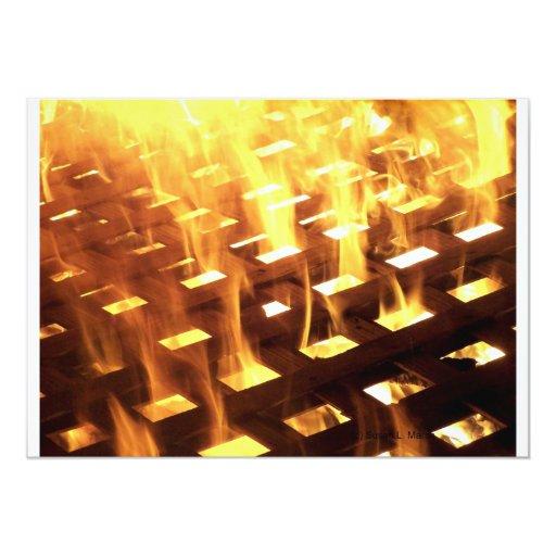 Las llamas del fuego a través de una fotografía comunicados personalizados