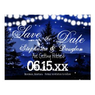 Las luces azules del centelleo del árbol ahorran tarjeta postal