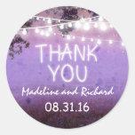las luces púrpuras de la noche le agradecen los pe pegatina redonda