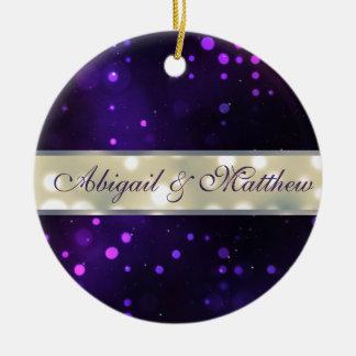 Las luces púrpuras personalizaron el ornamento del adorno navideño redondo de cerámica