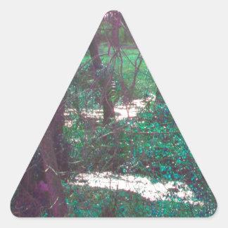 Las maderas de hadas verdes pegatina triangular