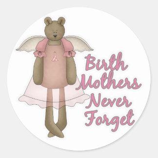 Las madres de nacimiento nunca olvidan diseño del pegatinas redondas