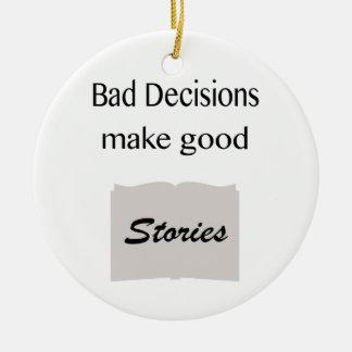 Las malas decisiones hacen buenas historias adorno redondo de cerámica