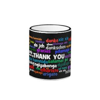 Las maneras múltiples de decir le agradecen en taza de dos colores