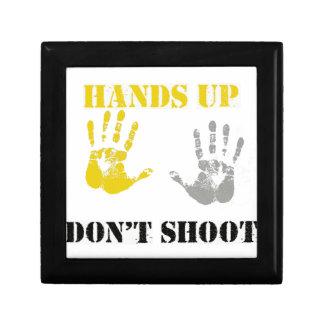 Las MANOS PARA ARRIBA NO HACEN SHOOT.png Caja De Regalo
