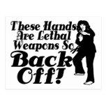 Las manos son armas mortales postales