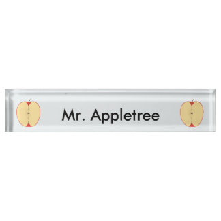 Las manzanas rojas cortadas personalizaron las