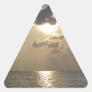 Las maravillas de dios - puesta del sol pegatina triangular