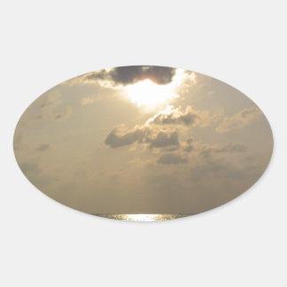 Las maravillas de dios - puesta del sol pegatina ovalada