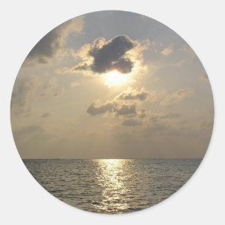 Las maravillas de dios - puesta del sol pegatina redonda
