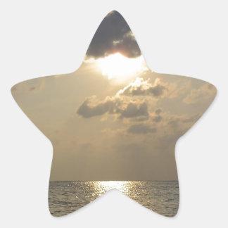 Las maravillas de dios - puesta del sol pegatina en forma de estrella