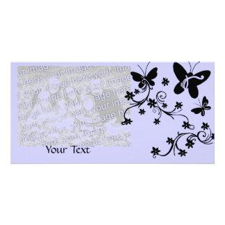 Las mariposas con las flores, personalizan la tarjeta fotografica personalizada
