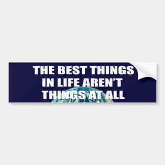 Las mejores cosas de la vida no son cosas etiqueta de parachoque