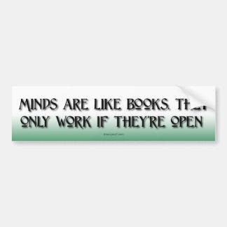 Las mentes son como los libros pegatina de parachoque