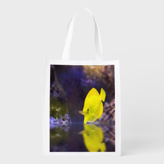 Las miradas amarillas de los pescados del cirujano bolsas reutilizables