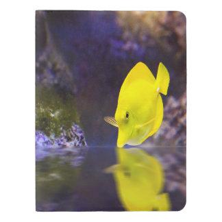 Las miradas amarillas de los pescados del cirujano funda para libreta y libreta extra grande moleskin