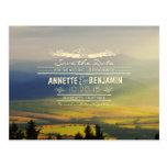 Las montañas azules y los horizontes de la puesta tarjetas postales