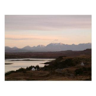 Las montañas de Cuillin en la isla de Skye en Tarjetas Postales