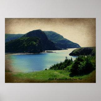 Las montañas de la ensenada del puerto/de la botel póster
