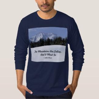 Las montañas están llamando la camiseta larga de remeras
