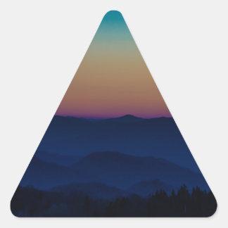 Las montañas me están llamando pegatina triangular