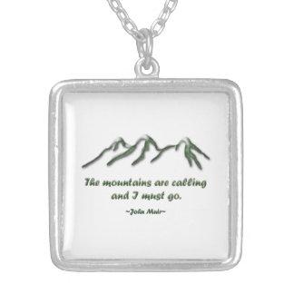 Las montañas son llamada/los mtns inclinados nieve colgante cuadrado