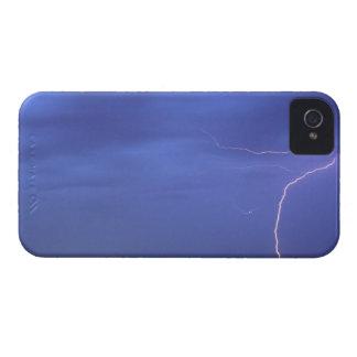 Las motas de los rayos acercan a Scottsbluff iPhone 4 Case-Mate Carcasas