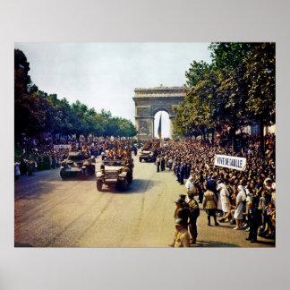 Las muchedumbres de patriotas franceses alinean a  posters