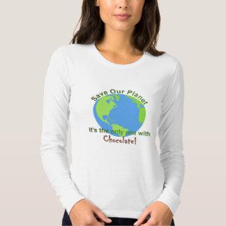 Las mujeres ahorran nuestra camisa del planeta