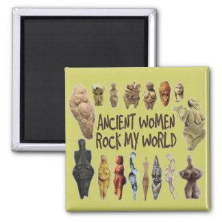 Las mujeres antiguas oscilan mi imán del mundo