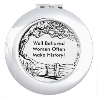 ¡Las mujeres bien comportadas hacen a menudo Espejos Compactos