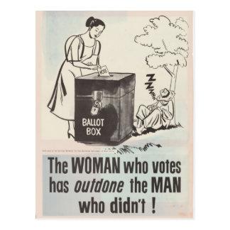 Las mujeres enderezan para votar - el vintage tarjeta postal
