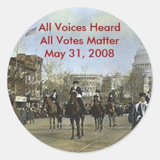 las mujeres marchan, todas las voces oyeron toda etiquetas redondas