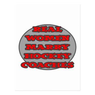 Las mujeres reales casan coches de hockey tarjetas postales
