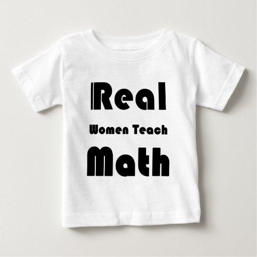 Las mujeres reales enseñan a matemáticas camisas