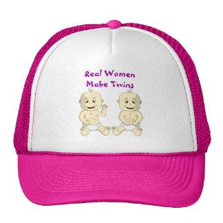 Las mujeres reales hacen los gemelos el gorra