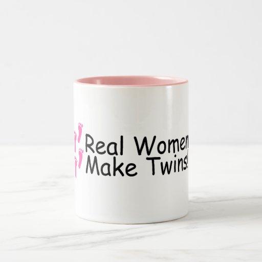 Las mujeres reales hacen los gemelos huellas taza de dos tonos