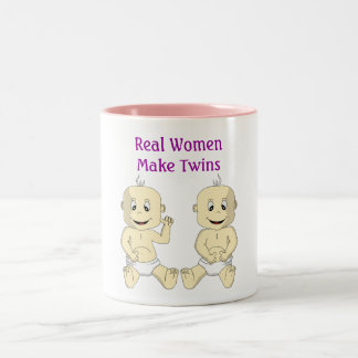 Las mujeres reales hacen los gemelos la taza de ca