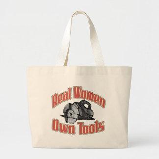 Las mujeres reales poseen las herramientas bolsa tela grande
