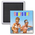 Las mujeres retras del vintage practican surf enci iman