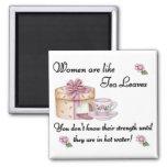 Las mujeres son como el imán de las hojas de té