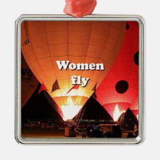Las mujeres vuelan: globo 2 del aire caliente adorno navideño cuadrado de metal
