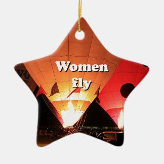 Las mujeres vuelan: globo 2 del aire caliente adorno navideño de cerámica en forma de estrella