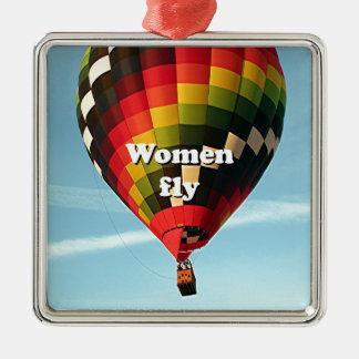 Las mujeres vuelan: globo del aire caliente adorno navideño cuadrado de metal
