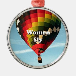 Las mujeres vuelan: globo del aire caliente adorno navideño redondo de metal