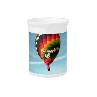 Las mujeres vuelan: globo del aire caliente jarrón